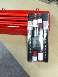 Grote 71422 Triangle Warning Kit with 2 flares Kitchener / Waterloo Kitchener Area image 4