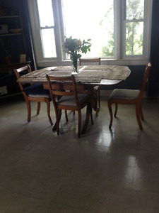Duncan Fyfe table and chairs