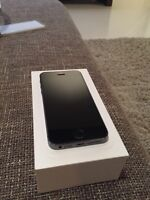 IPhone 5s rogers 16 gb Black used with box