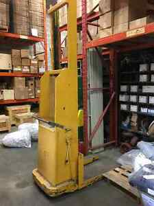 Hydraulic Electric Lift truck with charger Peterborough Peterborough Area image 1