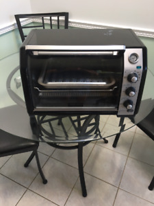 Black and Decker counter top convectional oven/toaster oven