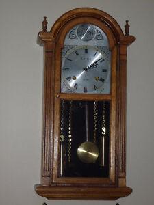 Horloge antique /Tempus/  FUGIT/ COTRIN  en bois