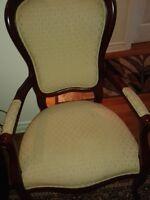 3 chaises a vendre en bon etat