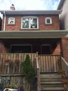 3+2 Bedrom House with 2 car garage in Lawerence Park