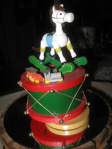 """ADORABLE LITTLE """"HORSEY-KEEP-YOUR-TAIL-UP"""" MUSIC BOX"""