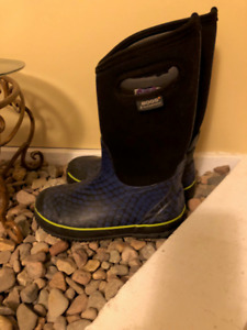 Size 4 Bogs - New Condition