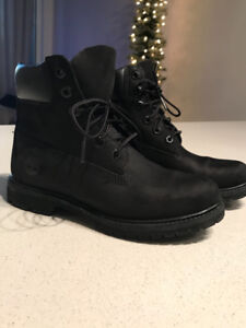 Woman's Black Timberland Boots - size 6.5