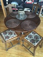 Vintage round solid wood table (4 chairs)