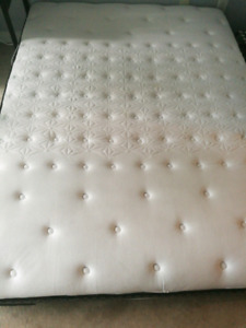 Queen Size Sealy Mattress in mint condition Downtown