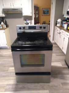 Whirlpool stainless steel self cleaning oven, ceramic top.