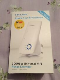 TP-Link wifi extender. Plug and play 300Mbps