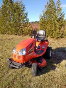 Kubota T2080 Lawn Tractor with Snow blower