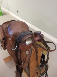 """Saddle 15"""" Big Horn and antique saddle bags"""