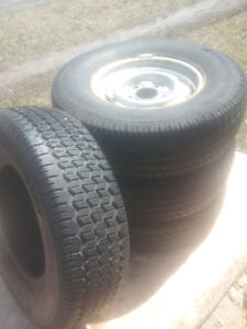 truck tires uniroyal tiger paw P235/75R15