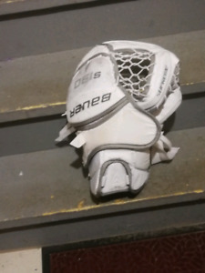 Bauer 190 Senior goalie glove