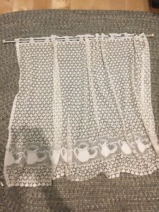 Lace curtain, assortment of other curtains/blinds