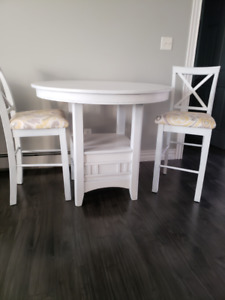 Beautiful oak pub style table and chairs