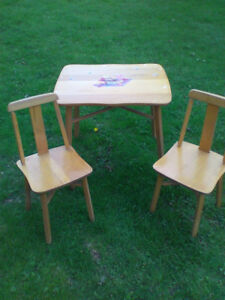 childrens wooden table and chairs
