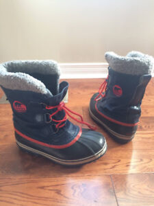 Sorels Youth size 5, like Brand New