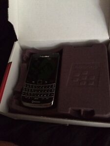 Few cell phones for sale  Kawartha Lakes Peterborough Area image 3