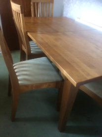 Oak wood large extendable Dining table or set in great condition!