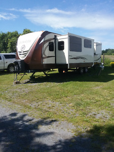 For Sale 2015 Evergreen Everlite 275FLS  30' Travel Trailer