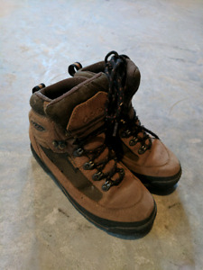 Youth hiking boots mens/youth size 5