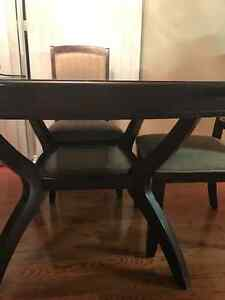 Solid wood Dining table with 4 chairs London Ontario image 3