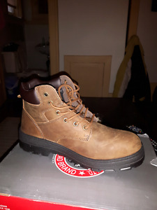 MEN'S SAFETY BOOTS. STEEL TOE . SIZE  10