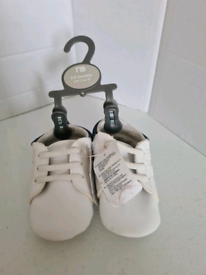 Baby shoes BNWT