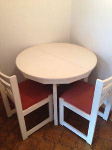 VEND table ronde + rallonges +  6 chaises  100 $