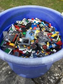 8Kg of lego including 40+ minifigures