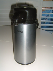THERMOS Vacuum Insulated Stainless Steel Pump Pot