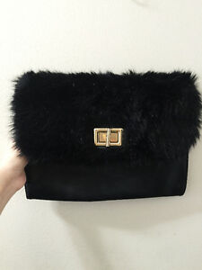 Clutch with fur details