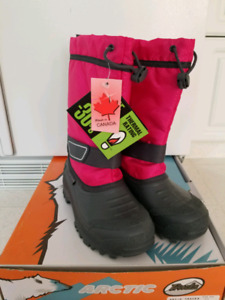 $35 New with tags winter boots size 2