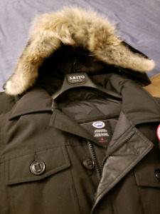 Canada Goose Men's Banff parka- size Small