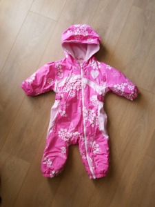 Columbia 18M baby snowsuit in excellent conditions