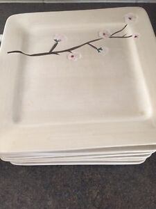 Dish set floral in good condition