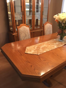 EUC solid oak dining set! Great deal