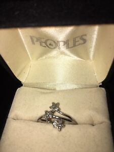 10K White gold diamond ring size 7