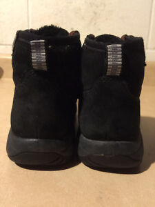 Women's Merrell Warm Shoes Size 6 London Ontario image 2