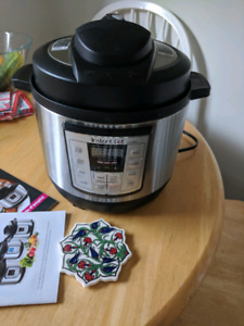 Delux Pressure cooker- INSTANT POT- NEW IN BOX