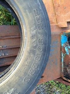 235/80R/22.5 Michelin. Tire. Pneu. Truck Trailer. Remorque.