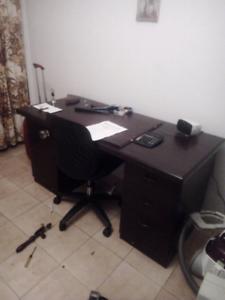 Desk with lockable draws