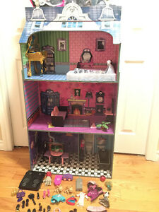 Monster High House and Furniture