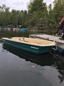 12 Foot Jon Boat with 5HP Coleman Motor *Mint Condition*