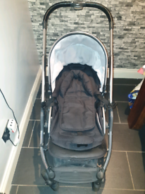 Babystyle oyster 2 nearly new with carapace baby seat