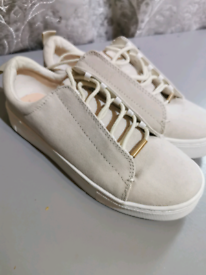 Ladys trainers/ shoes