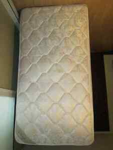Single Bed Mattress/ Matelas Une Place for sale