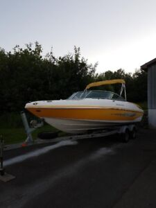 Fall SALE Rinker Captiva 226 (23 ft) Bowrider Low hours